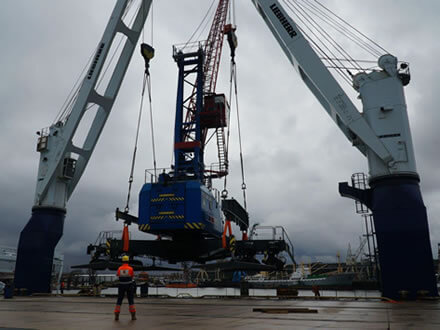 Master in front of the mv Eendracht while loading a shore crane