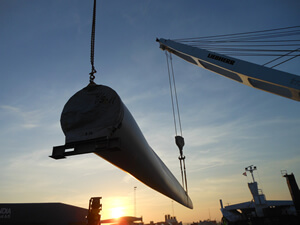 Hartman trader 18 type vessel while lifting a windmill blade